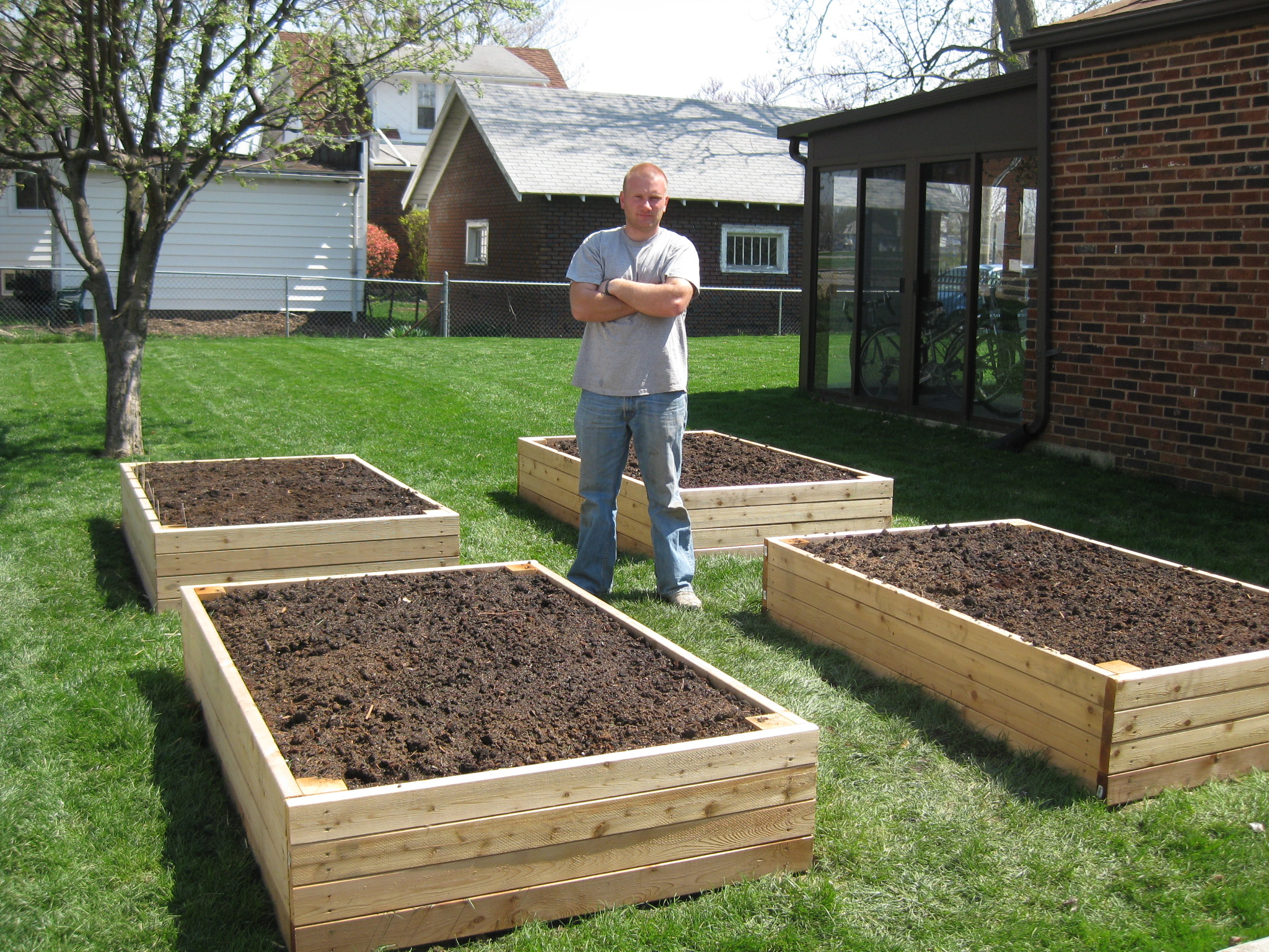 Raised garden beds versus row gardening how to build a house for Raised vegetable garden